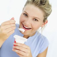 eat yogurt